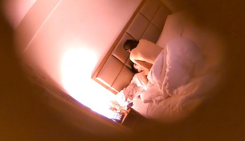 斯文眼镜男与小美女床上激战~被操到很想尿尿~但想打炮就不去了!!-ms
