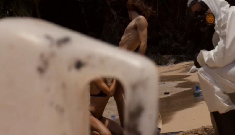 [欧美] 净滩老司机!!用爱做环保!!直接在脏乱的海滩上操起来!!Dirtiest porn ever!!