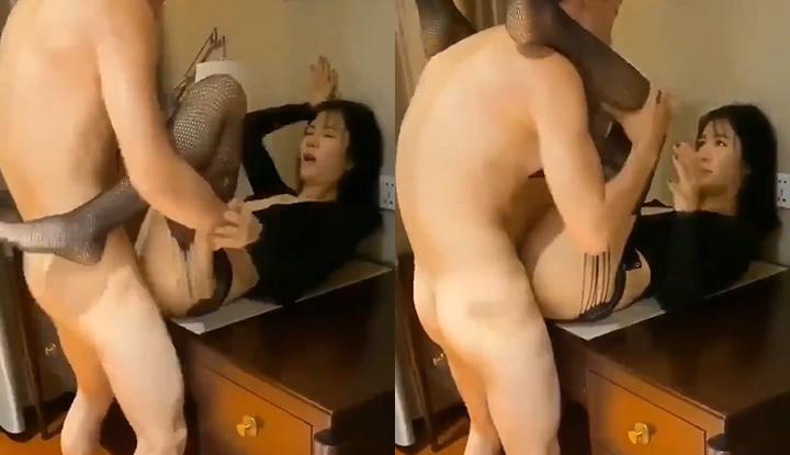 骚妻胃口太大,老公只好找来单男来把她干到淫叫娇喘~-ms