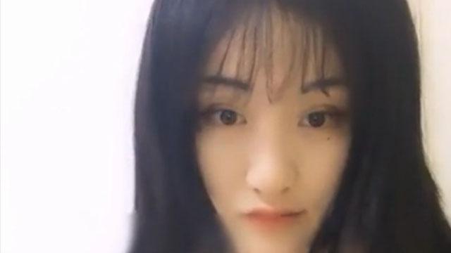 20岁超嫩小萝莉首次露脸自拍